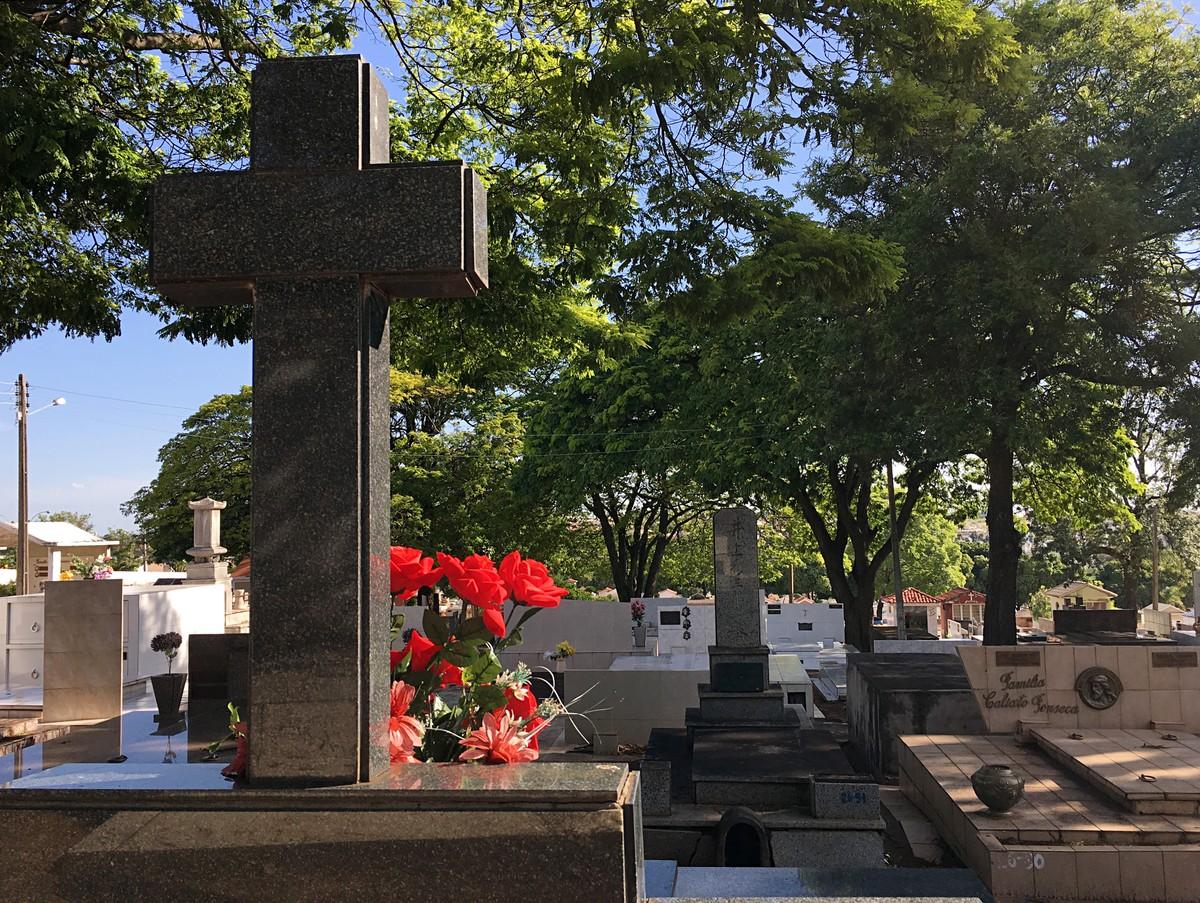 Ambulantes interessados em trabalhar com vendas ao redor de cemitérios no Dia de Finados devem realizar cadastro junto à Sedepp